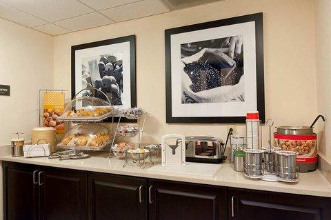 Hampton Inn - Suites Nashville-Vanderbilt-Elliston Place - On the Run Breakfast