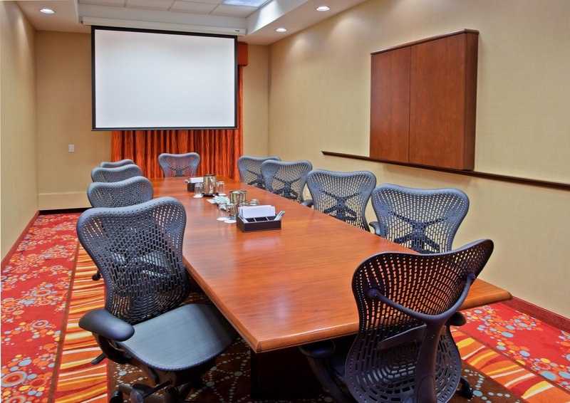 Hampton Inn & Suites Chicago North Shore 会議室