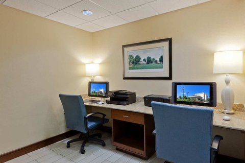 Hampton Inn Charlottesville - Business Center