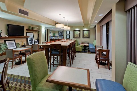 Hampton Inn Charlottesville - Breakfast Seating Area in Lobby