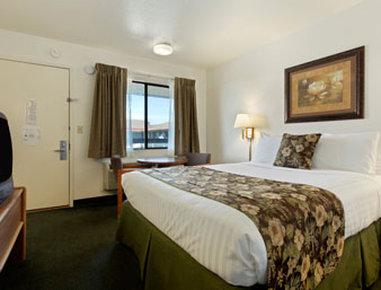 Super 8 Fort Bragg - Standard One Queen Bed Room