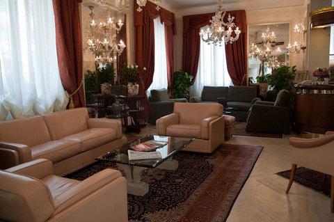 Hotel de Rose Palace - Lobby