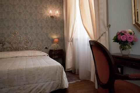 Hotel de Rose Palace - Room