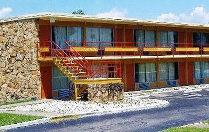 Econo Lodge Inn & Suites Gilbertsville - Outside View