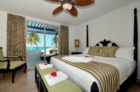 Las Terrazas Resort and Residences - Master Bedroom