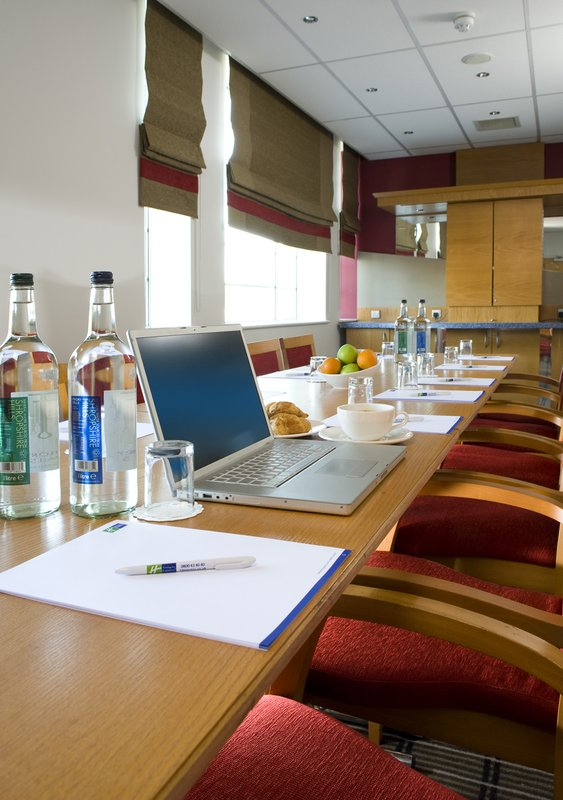 Holiday Inn Express London Chingford-N Circular 会议厅
