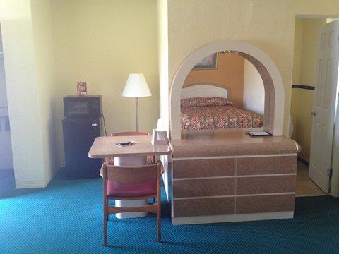 Scottish Inns Daytona Beach - Scottish Inn Daytona Beach FL  Room Amenities