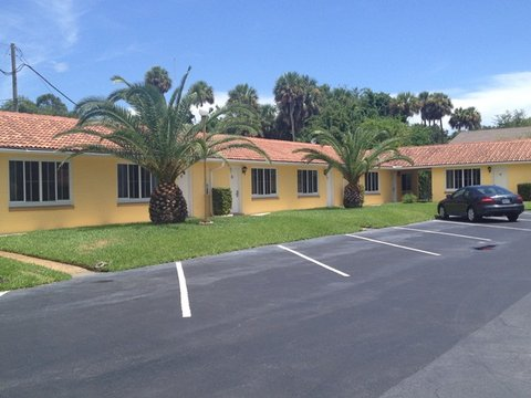 Scottish Inns Daytona Beach - Scottish Inn Dayton Beach FL  Parking Area