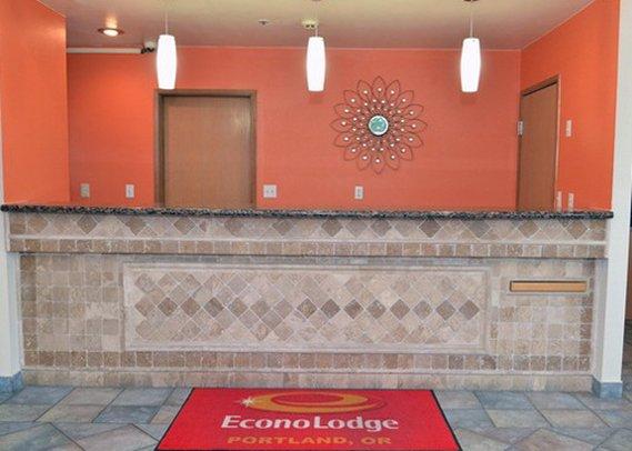 Econo Lodge Portland Lobby