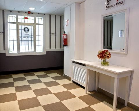 BEST WESTERN Hotel Conde Duque - Corridor