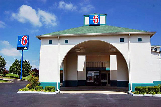 Motel 6 - Dickson, TN