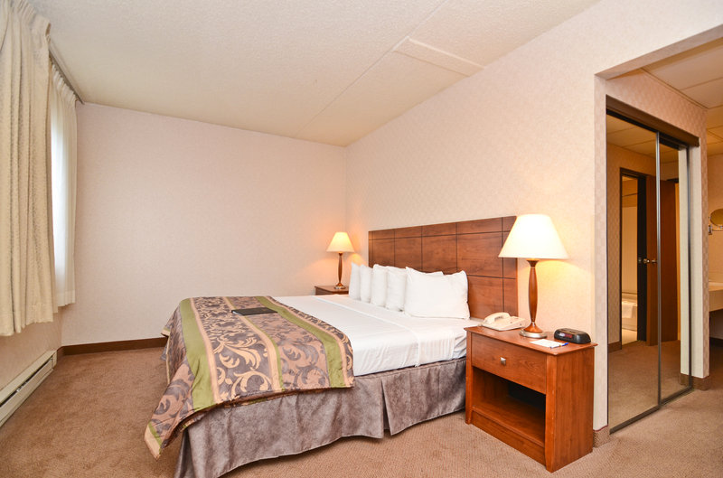 Baymont Inn & Suites Fargo - Fargo, ND