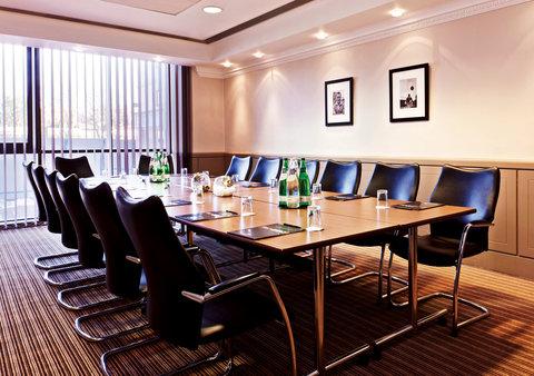 Millennium & Copthorne Hotels At Chelsea Football Club - Bentley Suite