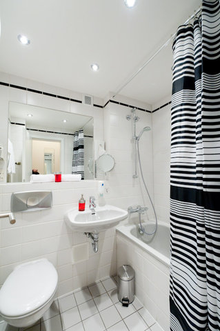 Hotel Esplanade - Bathroom
