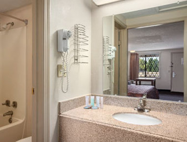 Travelodge - Columbus View of room