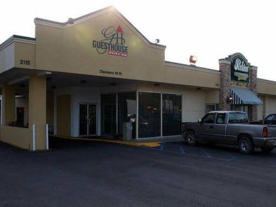 GuestHouse International Inn - Poplar Bluff, MO