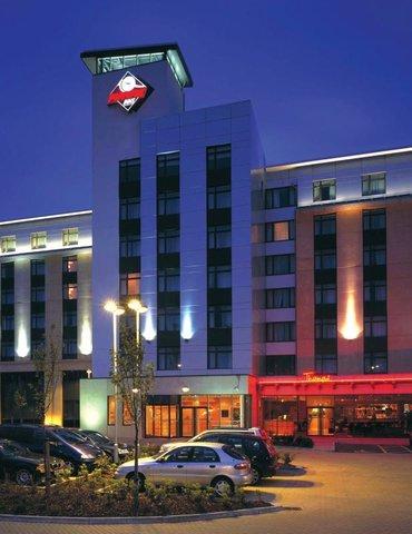 Future Inn Cardiff Bay - Future Inn Cardiff Exterior at Night