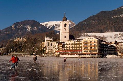 Romantik Hotel Im Weissen Roessl - Winter view