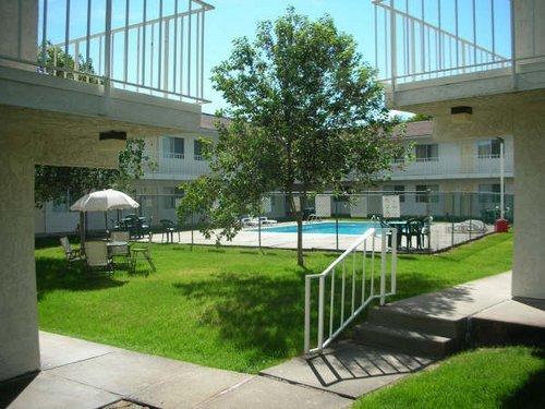 Capitol Inn & Suites - Pierre, SD