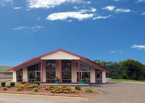 Econo Lodge - Exterior View