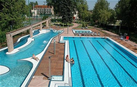 Holiday Beach Budapest - Outside pool
