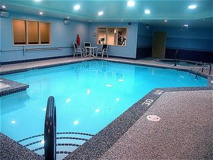 Pool - Holiday Inn Express Hotel & Suites Rochester