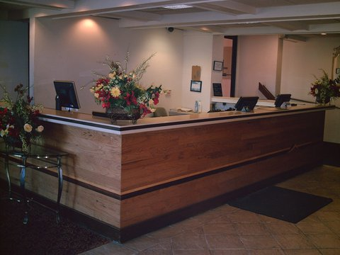 Country Hearth Inn Eau Claire - Front Desk