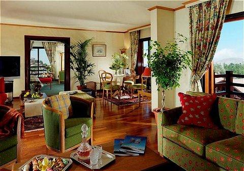 玛加尔黎巴嫩青山温泉度假洲际酒店 - Suite