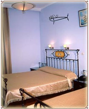 Cecil Hotel - Guest Room