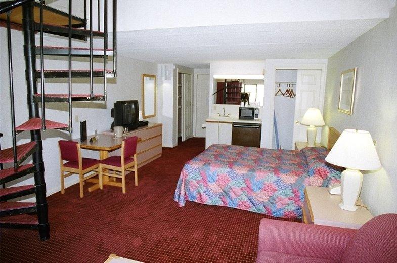 Admiralty Inn - East Falmouth, MA