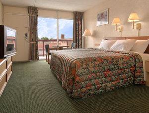 Room - Downtown Inn & Suites Asheville