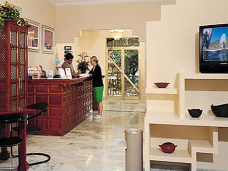 Apartamentos Be Smart Florida - Lobby View