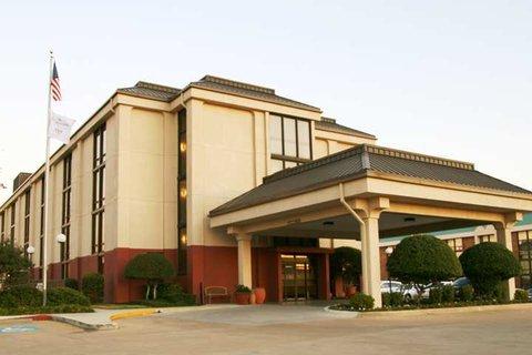 Hampton Inn Dallas-North-I-35E At Walnut Hill - Exterior