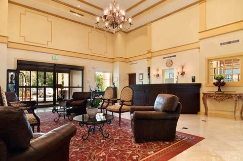DoubleTree Suites by Hilton Naples - Lobby
