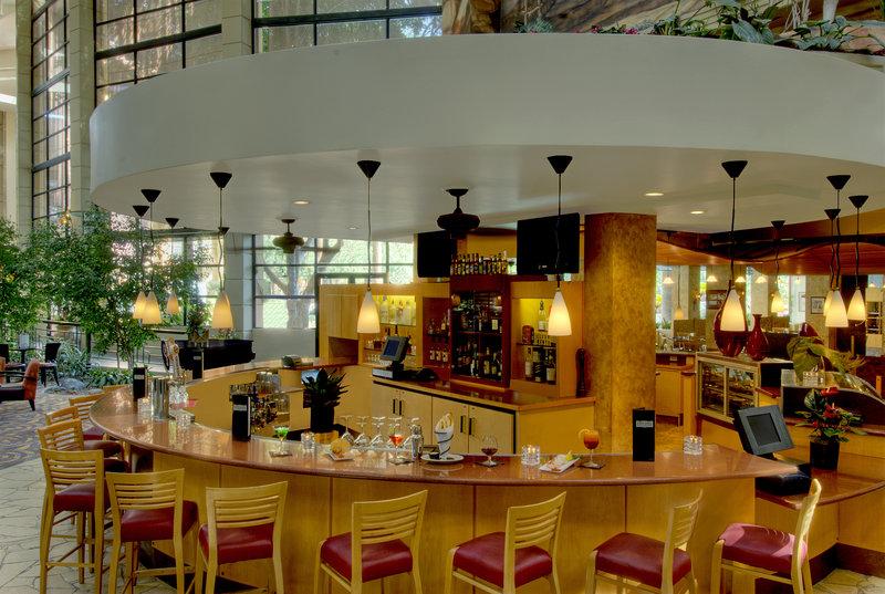 Embassy Suites Phoenix - Biltmore Bar/lounge