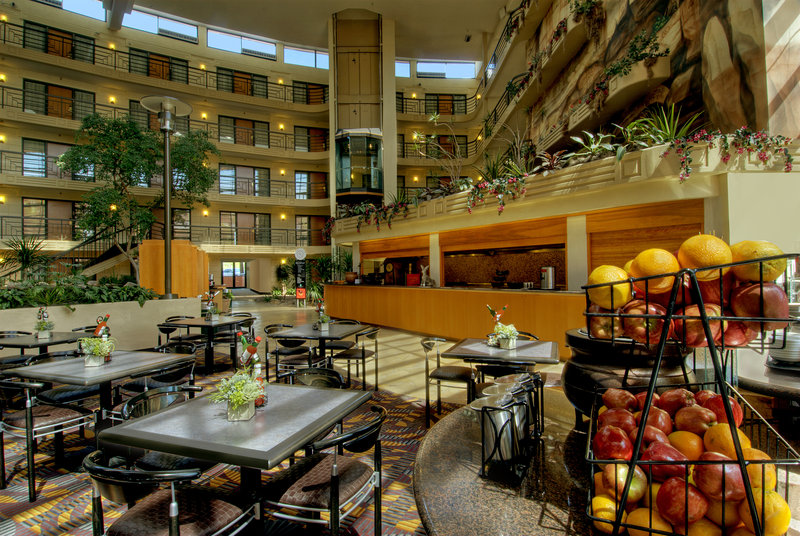Embassy Suites Phoenix - Biltmore Gastronomi