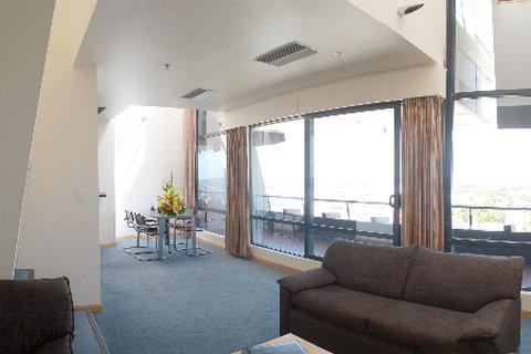 Hotel Grand Chancellor Christch - Lounge Bedroom Apt