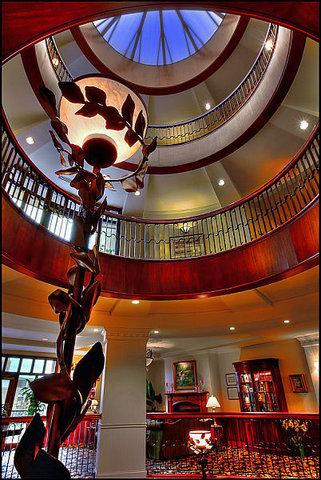 French Quarter Inn - Lobby Atrium