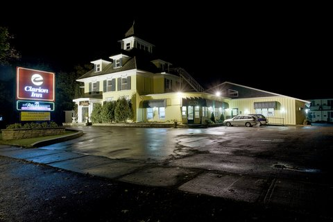 Clarion Inn & Conference Centre - Exterior Front - Night