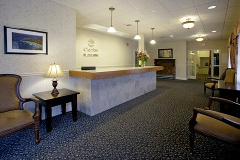 Clarion Inn & Conference Centre - Front Desk