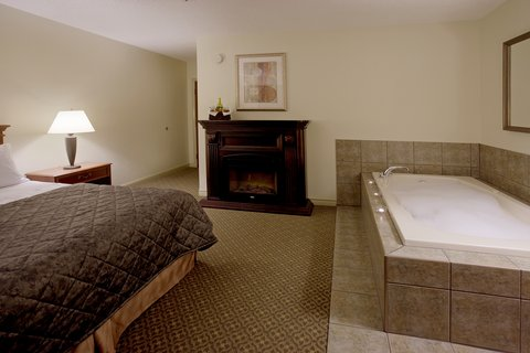 Clarion Inn & Conference Centre - Whirlpool Suite