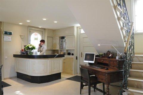 Hotel Astoria - The reception desk