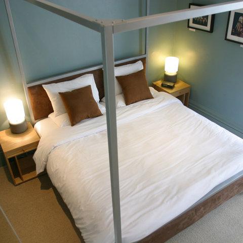 Brightonwave Hotel - brightonwave - 4 poster balcony ensuite room