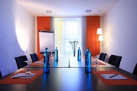 Junges Hotel Hamburg - Conference Room Leon
