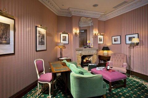Louisa's Place - Lounge
