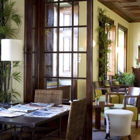 Hotel Lusitano - Living Room