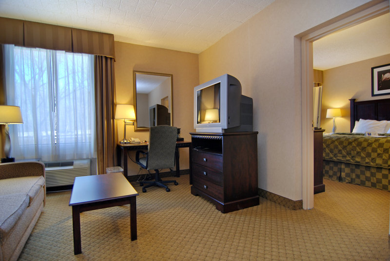 Comfort Inn &amp; Suites Paramus