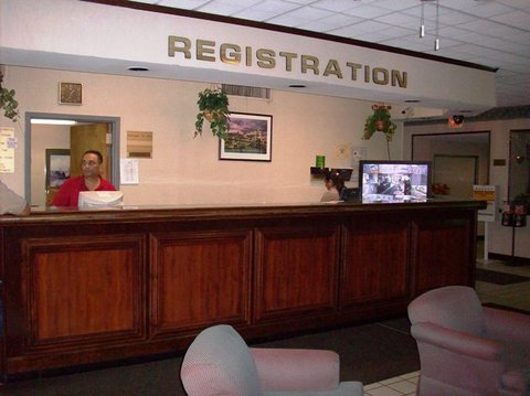 Country Hearth Inn Hotel - Front Desk