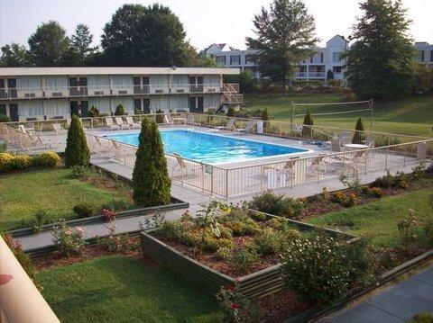 Country Hearth Inn Hotel - Pool