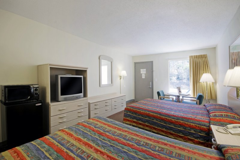 Americas Best Value Inn - Defuniak Springs, FL